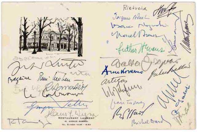 Menükarte vom Dinner am 3. November 1958 zur Eröffnung des UNESCO-Gebäudes in Paris; darauf die Unterschriften aller beteiligten Architekten.